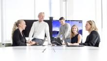 Bilde av fem kolleger rundt et bord